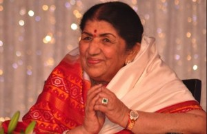 lataji 300x195 Lata Mangeshkar plans to sing with Amitabh Bachchan