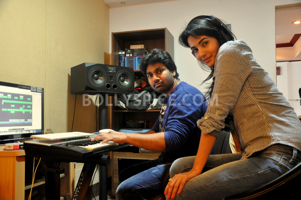 13feb Sonal 3G music01 Sonal Chauhan makes her singing debut