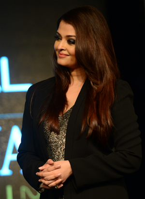 13mar aish Aishwarya at the Loreal Femina Woman of Worth Awards