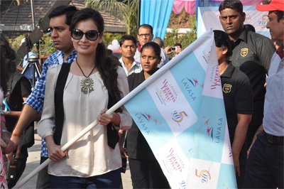 13mar diya Dia Mirza flags off the Lavasa Womens Drive 2013