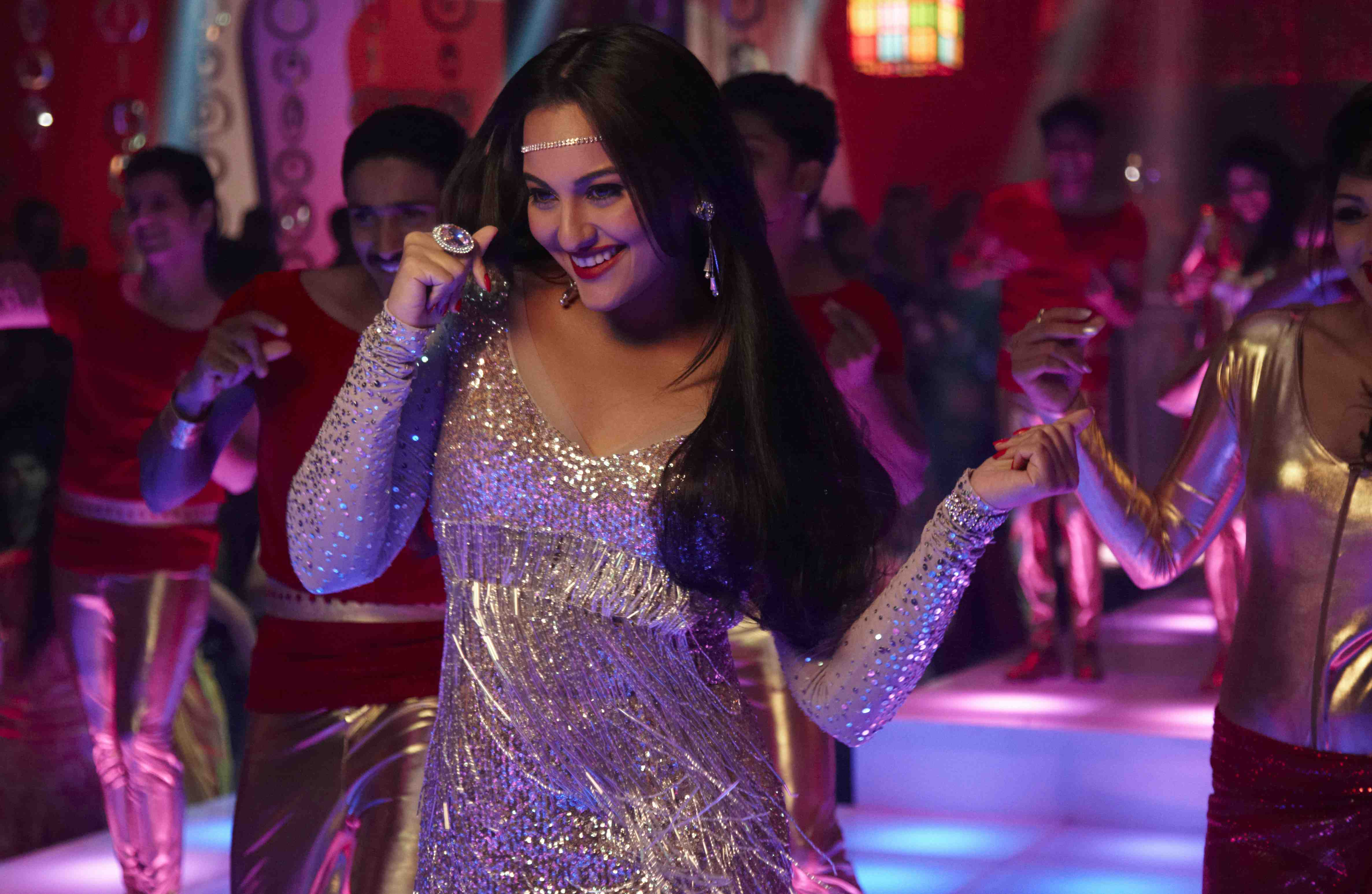 Sonakshi Sinha Thank God Its Friday Sonakshi Sinhas wish came true with Sunidhi singing Thank God Its Friday for Himmatwala