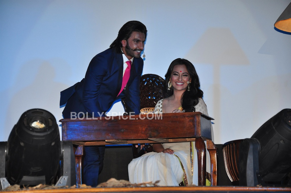 lootera06 In Pictures: Ranveer and Sonakshi at Looteras Trailer Launch!