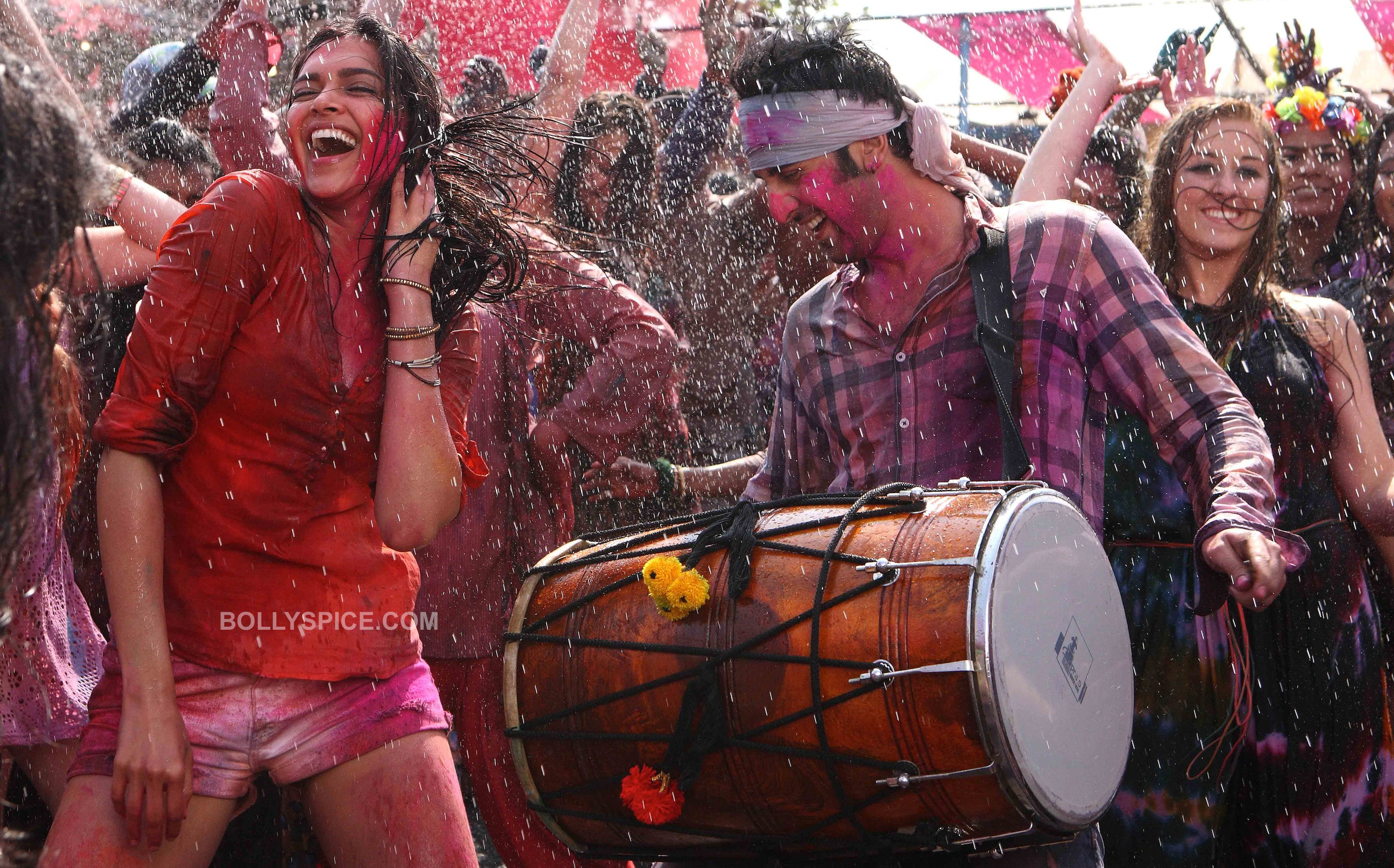 yjhdholi01 Ranbir   Deepika play Holi in Advance!
