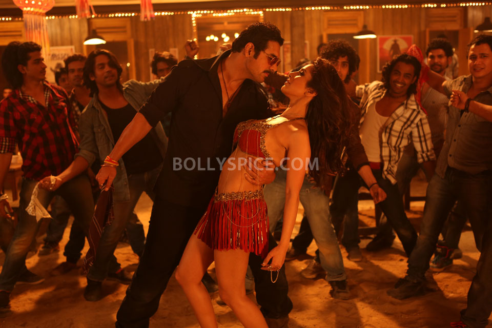 13apr AalaRe SAW01 Making of Aala Re with John and Sophie    Shootout at Wadala