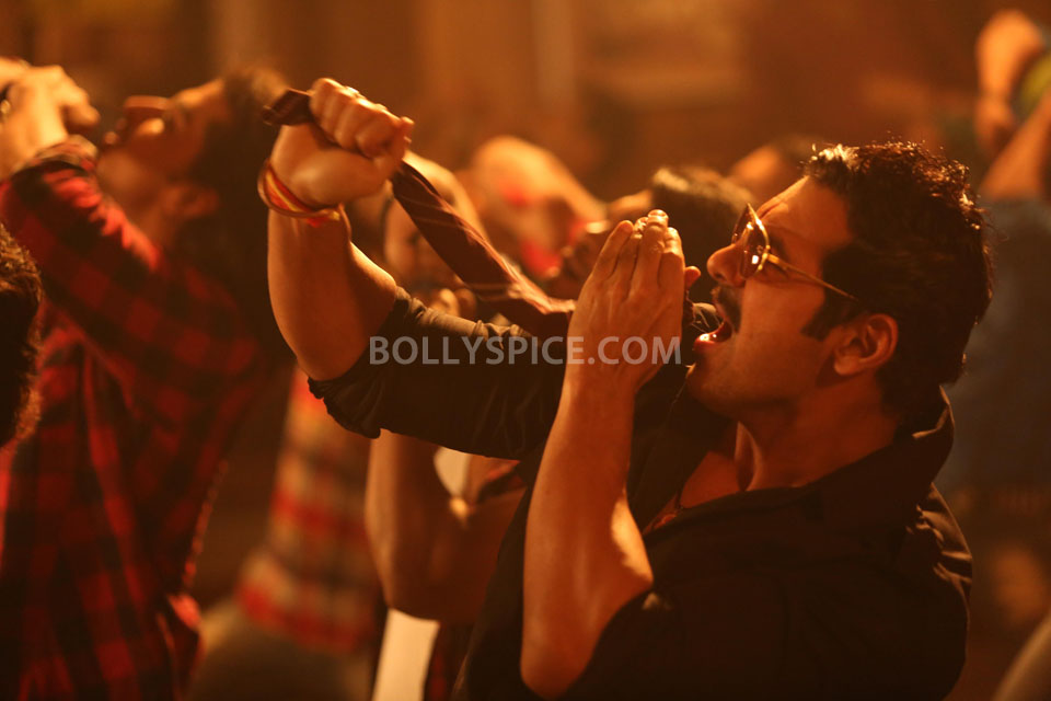 13apr AalaRe SAW05 Making of Aala Re with John and Sophie    Shootout at Wadala