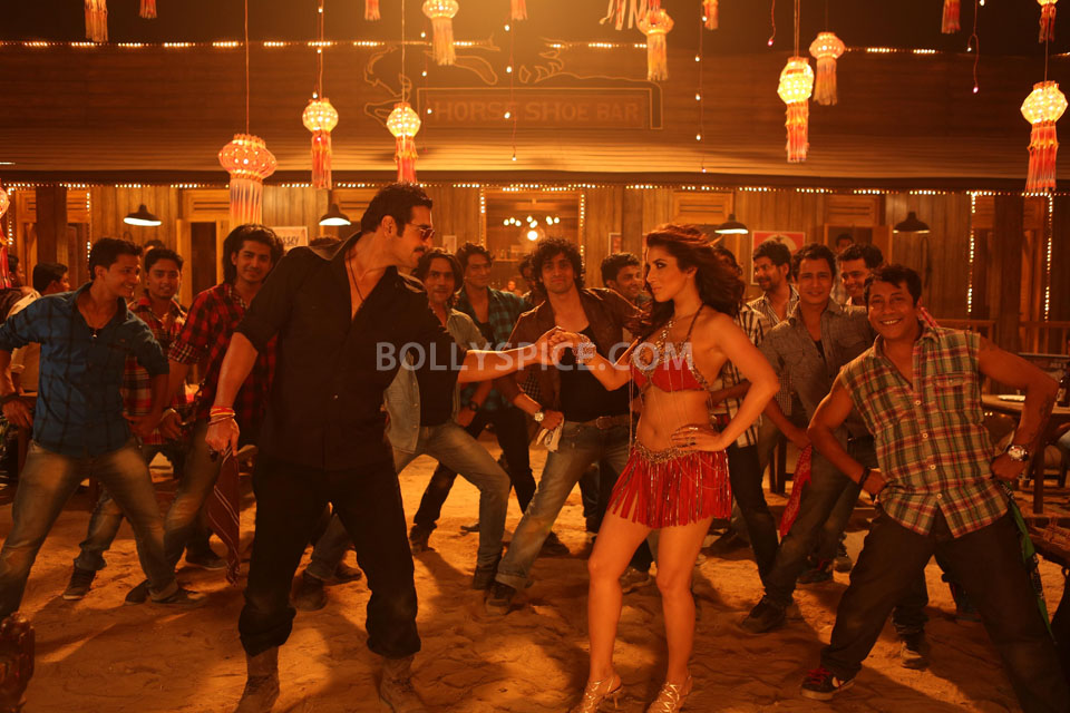 13apr AalaRe SAW06 Making of Aala Re with John and Sophie    Shootout at Wadala
