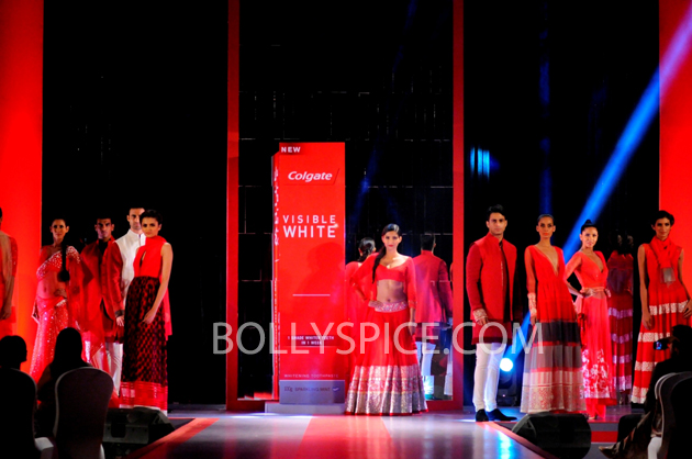 13apr sonamcolgate 01 Sonam Kapoor walks the ramp for Manish Malhotra at the Colgate Visible White product launch