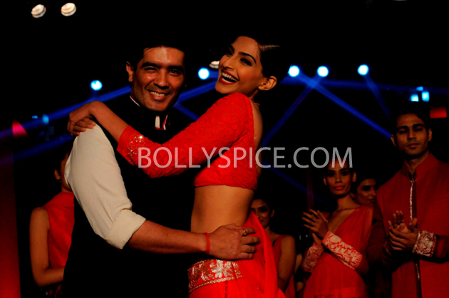 13apr sonamcolgate 03 Sonam Kapoor walks the ramp for Manish Malhotra at the Colgate Visible White product launch