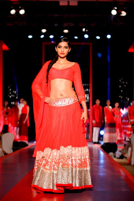 13apr sonamcolgate 06 Sonam Kapoor walks the ramp for Manish Malhotra at the Colgate Visible White product launch