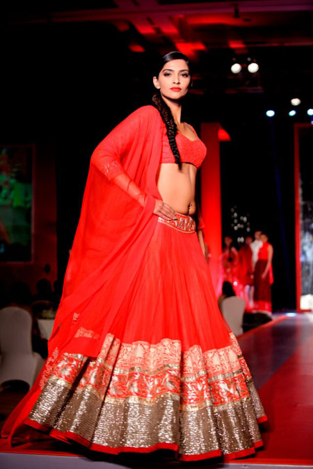 13apr sonamcolgate 07 Sonam Kapoor walks the ramp for Manish Malhotra at the Colgate Visible White product launch