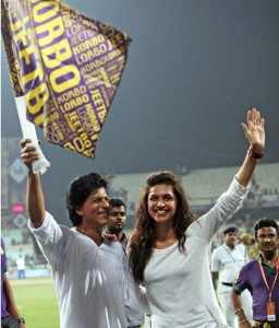DP SRK IPL 256x300 Deepika flies miles for SRK