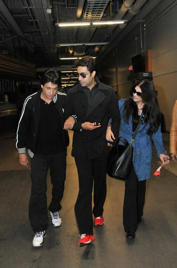 abhiaishtoifa11 Abhishek and Aishwarya Arrive as the Countdown to TOIFA begins!
