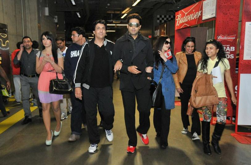 abhiaishtoifa12 Abhishek and Aishwarya Arrive as the Countdown to TOIFA begins!
