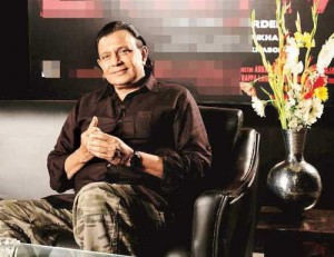 mithun 300x231 Mithun makes everyone smile in his discomfort on the sets of Kaanchi