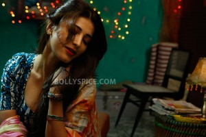 13may Shruti Scar 300x200 Shruti Haasan Make Up Artist?