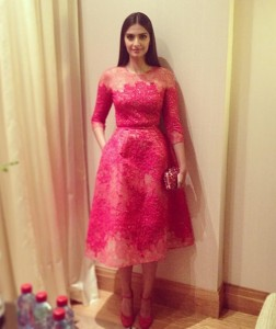 13may Sonam Cannes02 252x300 Fashionista Sonam Kapoor at Cannes Film Festival