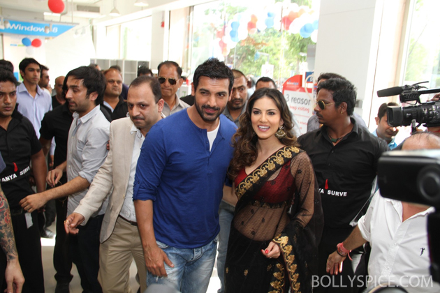 13may wadalareliance 02 John Abraham and cast of Shootout at Wadala visit Reliance Digital Store in Ahmedabad