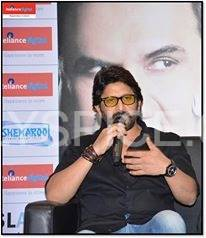 Arshad Warsi at the Reliance Digital Store Arshad Warsi launches Jolly LLB DVD launch at Reliance Digital, Mumbai