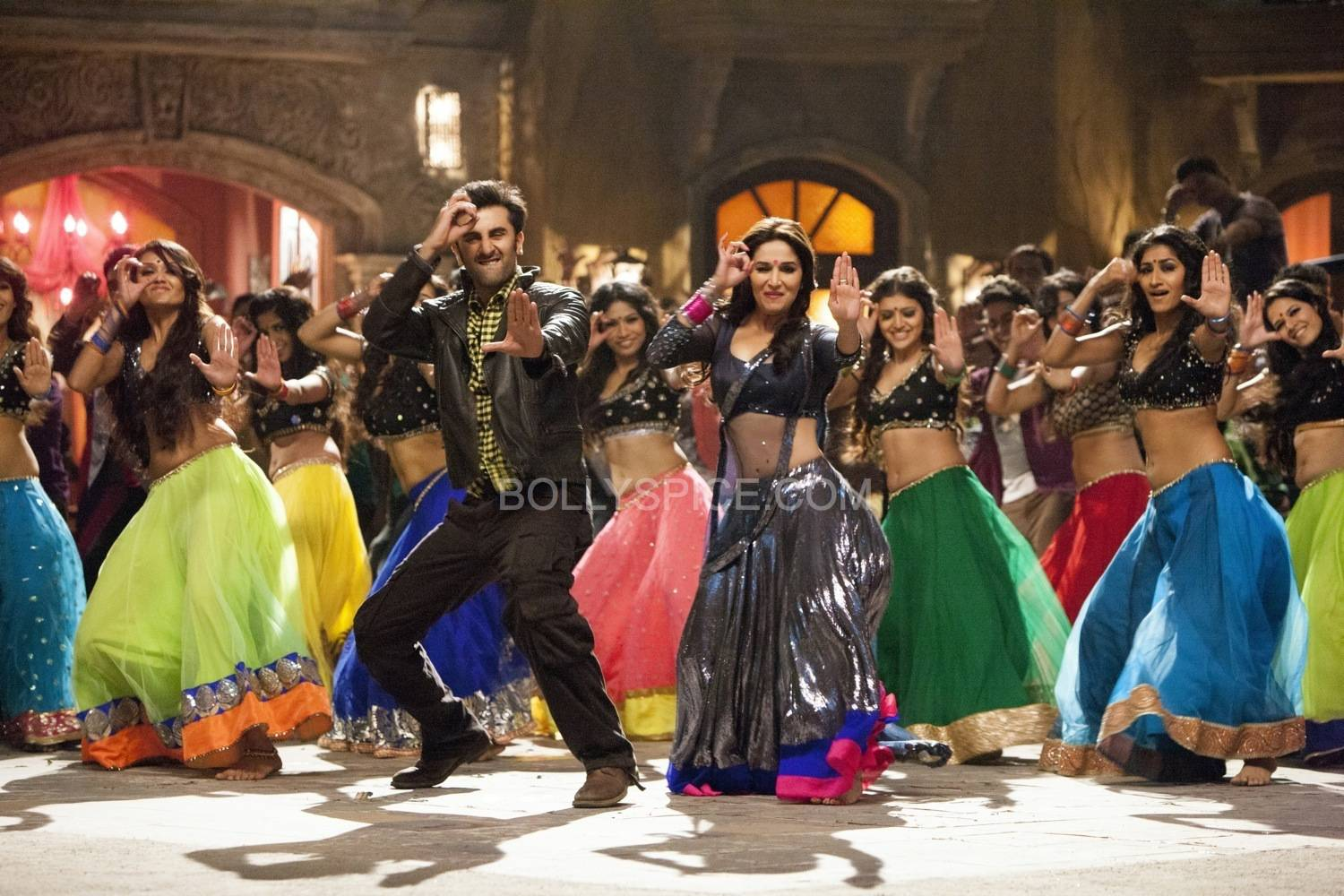 GHAGRA01 Ranbir and Madhuri in Ghagra from Yeh Jawaani Hai Deewani!