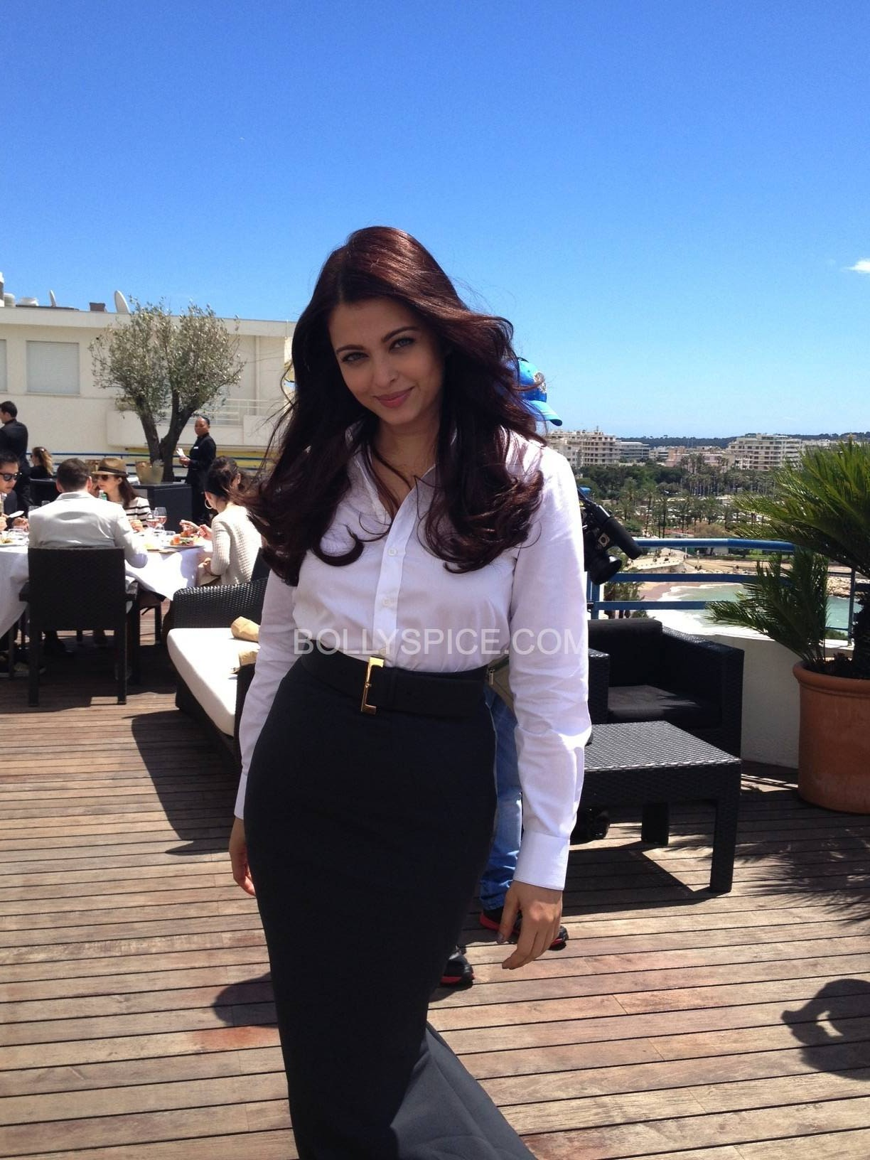 aishwaryaatcannes2013 e1368979082359 First Look: The Gorgeous Aishwarya Rai Bachchan at Cannes!