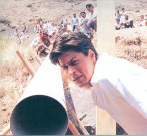 13jun FM10 Swades03 300x278 FRAMING MOVIES Take Eleven: Swades (2004)