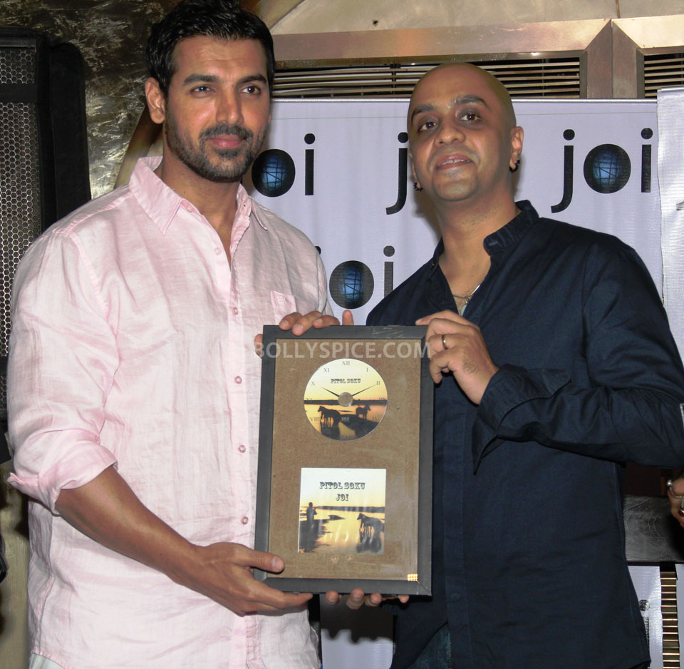 13jun John PitoSoku04 Joi Barua and John Abraham unveil the album Pito Soku