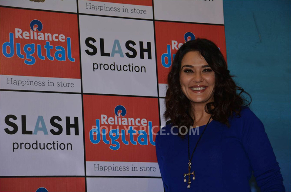 13jun Preity IIParis Cast03 Preity Zinta visits Reliance Digital Stores to promote Ishkq in Paris