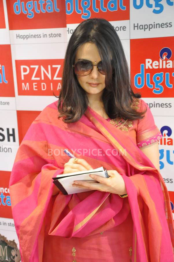 13jun Preity IIParis Sajid01 Preity Zinta visits Reliance Digital Stores to promote Ishkq in Paris