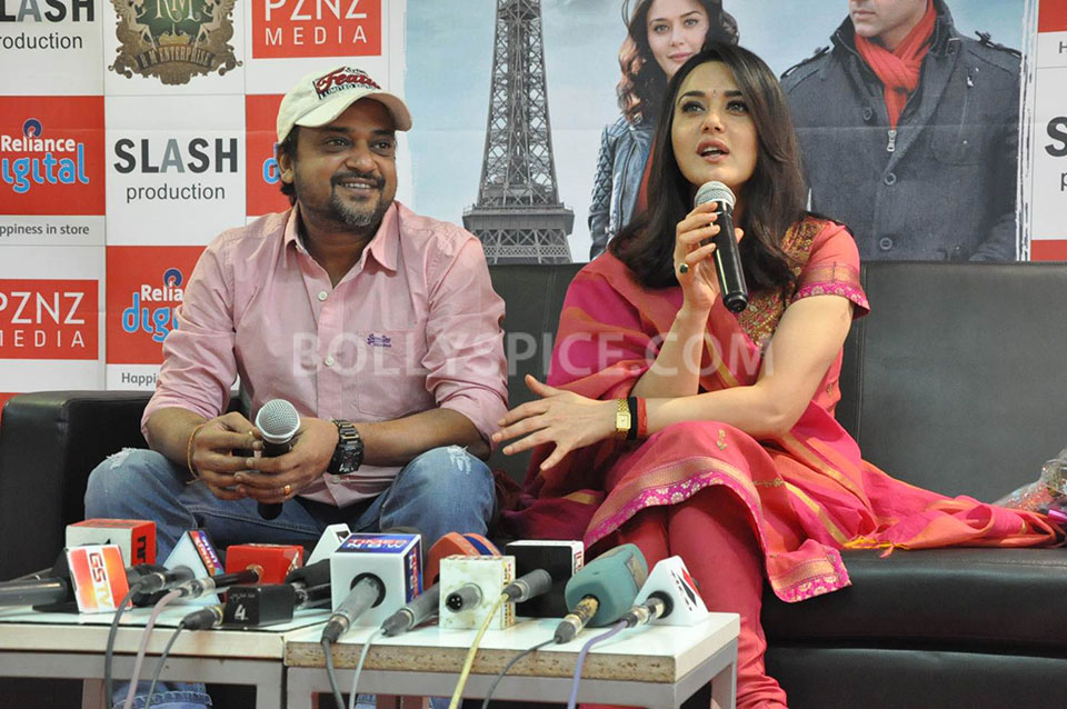 13jun Preity IIParis Sajid02 Preity Zinta visits Reliance Digital Stores to promote Ishkq in Paris
