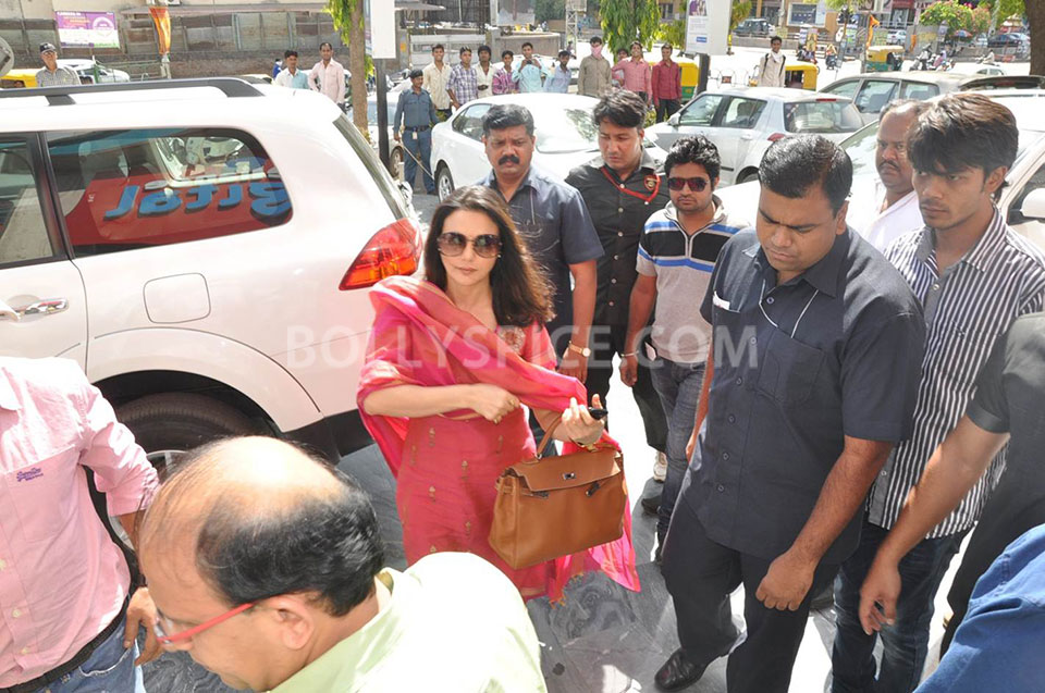13jun Preity IIParis Sajid04 Preity Zinta visits Reliance Digital Stores to promote Ishkq in Paris