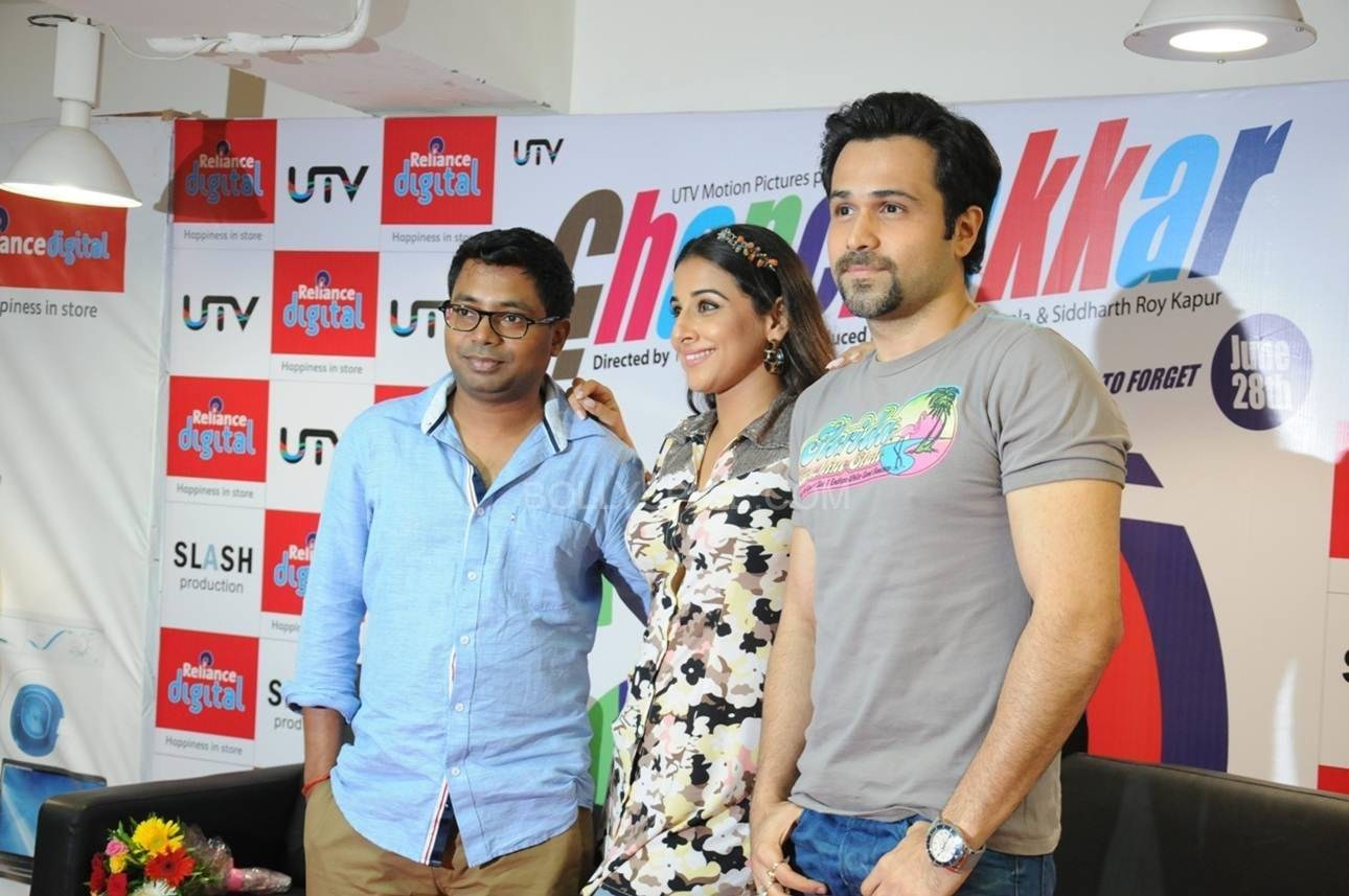 Emraan and Vidya Pose at the Reliance Digital Store Vidya and Emraan Visit Reliance Digital Store in Ahmadabad for Ghanchakkar