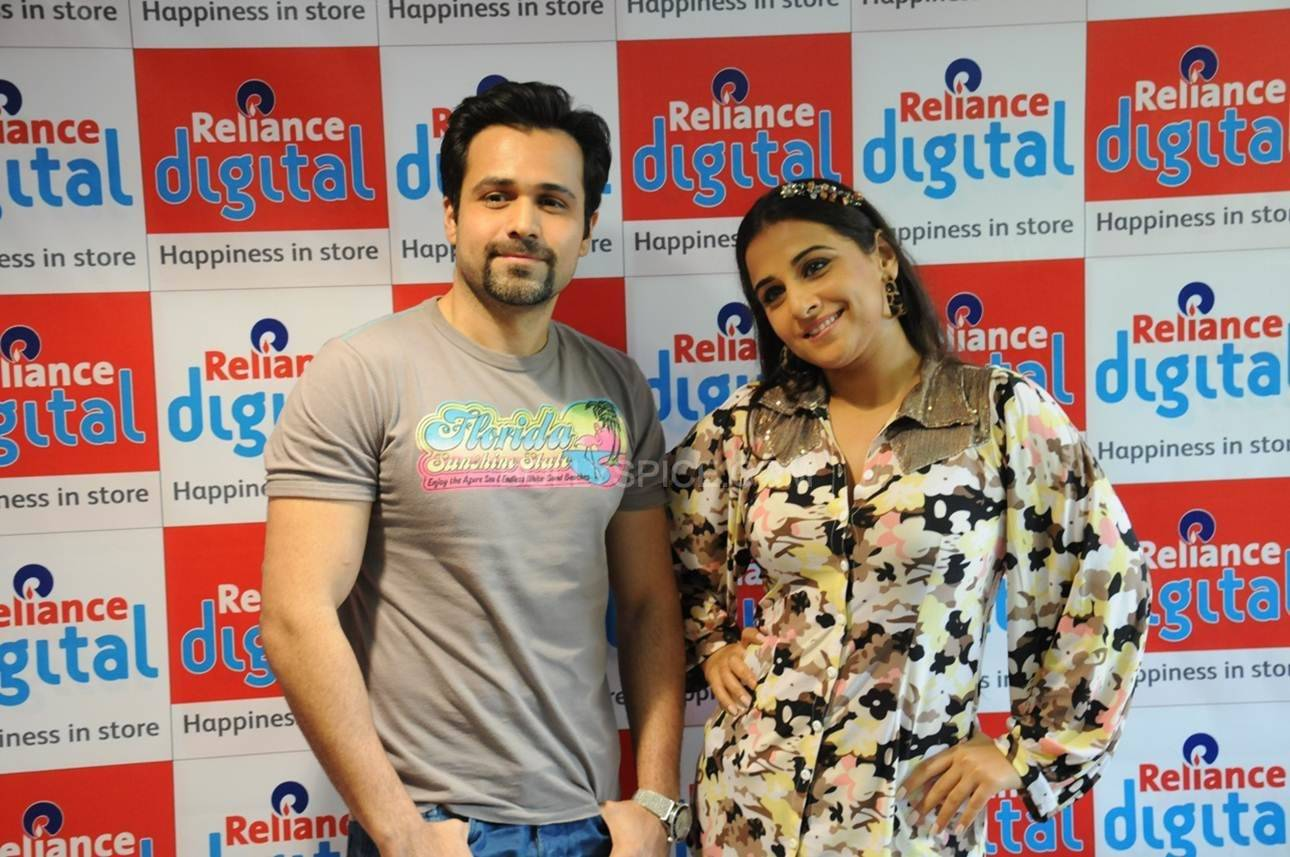 Emraan and Vidya strike a Pose for the shutterbugs at Reliance Digital. Vidya and Emraan Visit Reliance Digital Store in Ahmadabad for Ghanchakkar