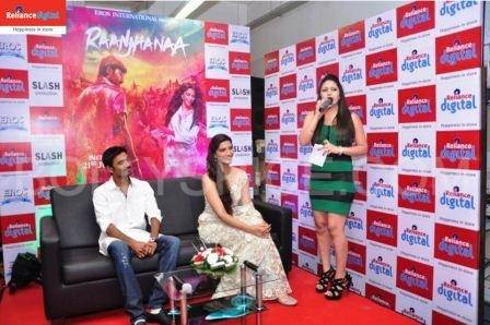 Sonam Kapoor and Dhanush Promoting Raanjhana at Reliance Digital