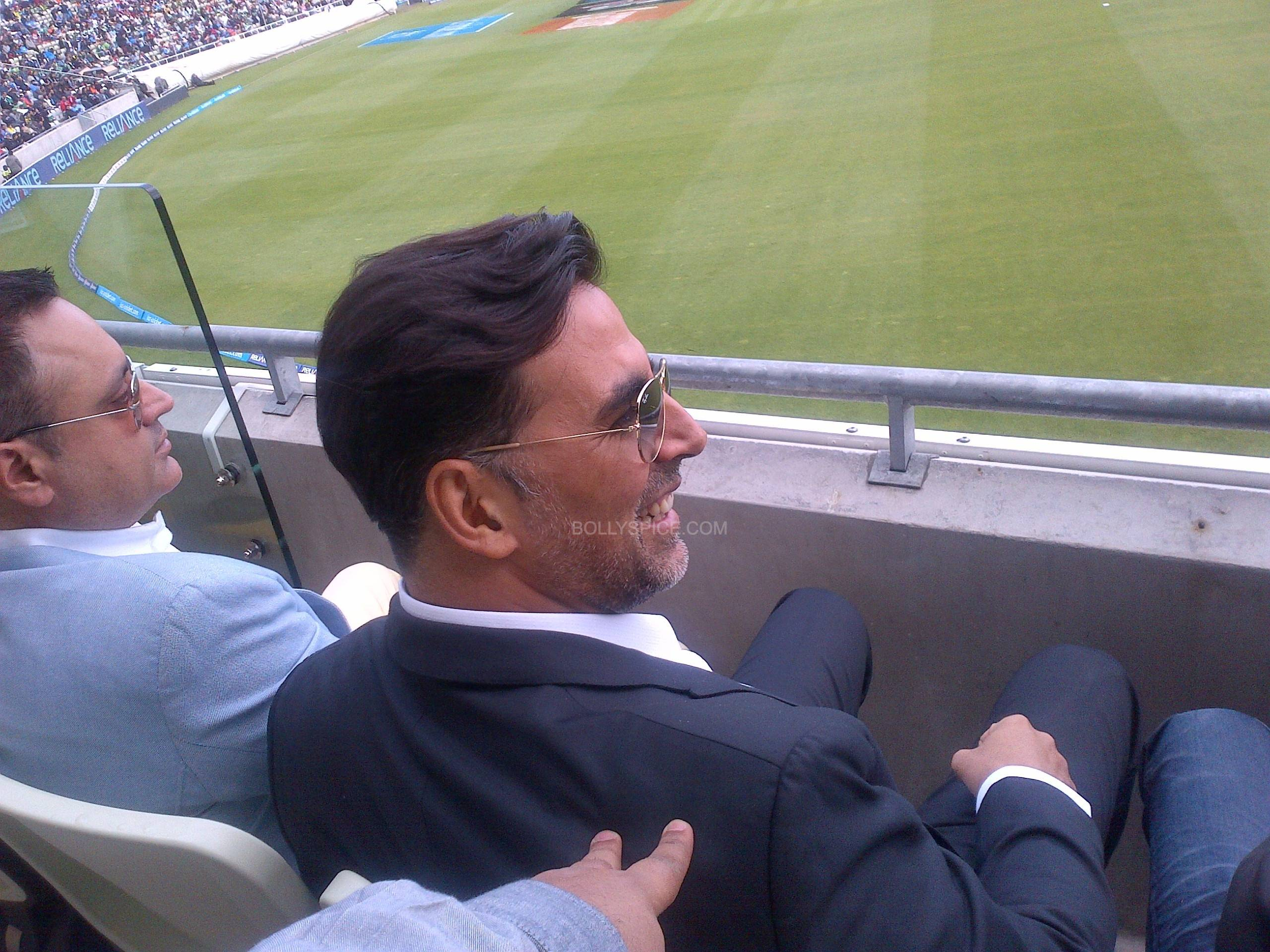 edgbaston6 Once Upon A Time In Edgbaston...Akshay Kumar hits a six at India Pakistan!