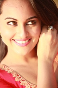 sonakshiouatimd 200x300 Sonakshi Sinha goes from Yasmeen to Jasmeen in Once Upon A Time In Mumbai Dobaara