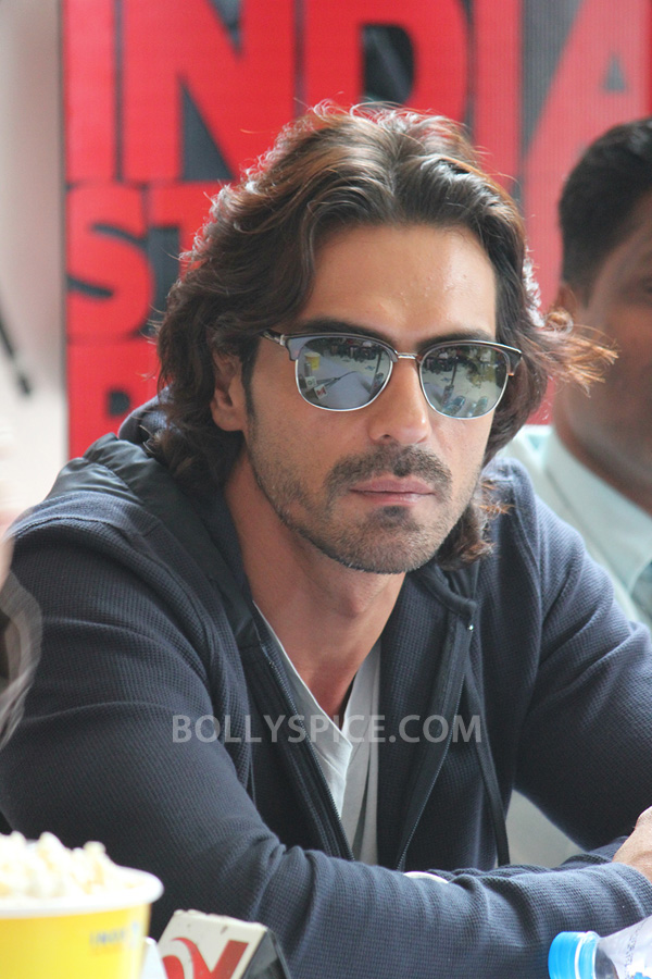 13jul ArjunDDayPune01 Arjun Rampal charms Pune students