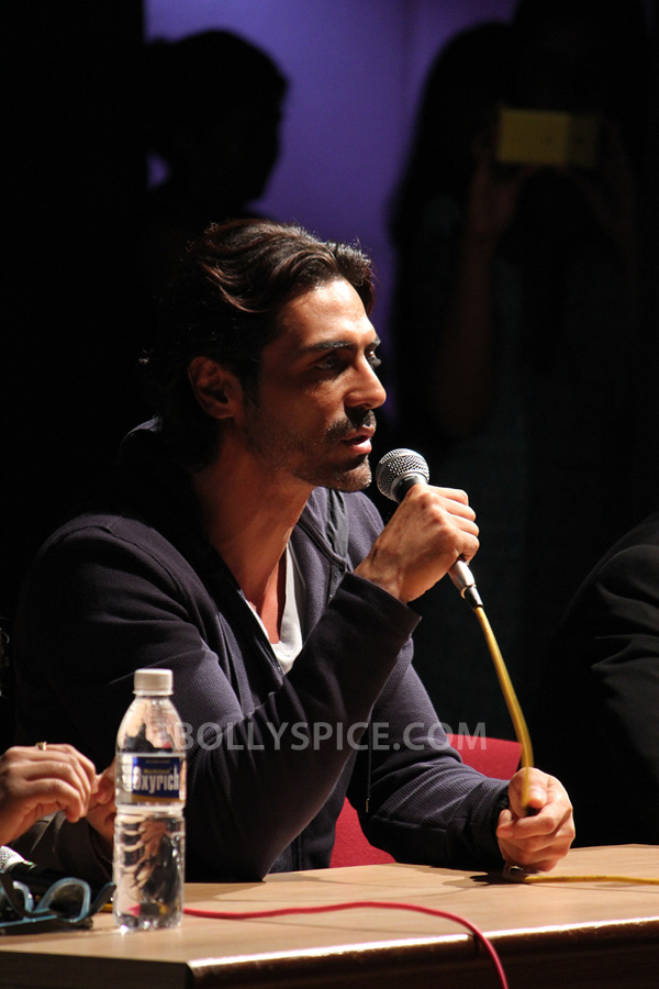 13jul ArjunDDayPune02 Arjun Rampal charms Pune students