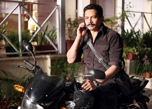 13jul AtulKulkarni Zanjeer 300x216 Atul Kulkarni to play journalist J.Dey in Zanjeer remake