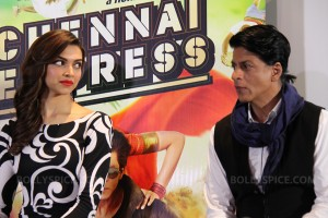 13jul ChennaiExpress London SRK Deepika 300x200 Chennai Express team touchdown in London