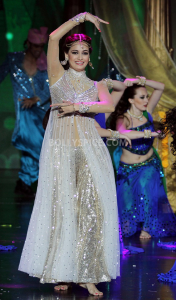 13jul DiaMirzaRocksIIFA 176x300 Dia Mirza rocks the IIFA stage