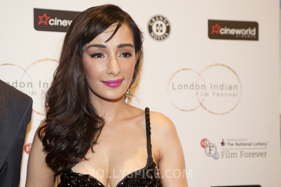 13jul FerynaWazheir RedCarpetLIFF01 Brit Bollywood Star Feryna Wazheir shines on red carpet at London Indian Film Festival