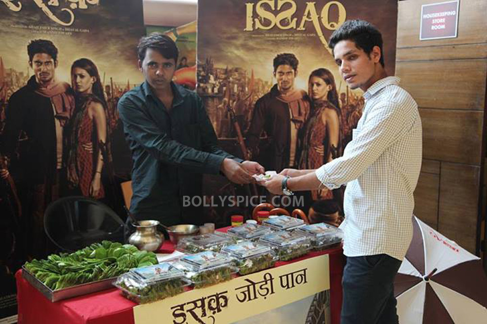 13jul IssaqPaan02 Issaq treats its fans the Banarasi way