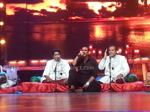 13jul JashnEEid Akshay 300x225 Akshay Kumar joins Sabri Brothers for an impromptu performance