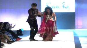 13jul Khinchi Sukhani 300x165 Rajeev Khinchi rescues Anjana Sukhani