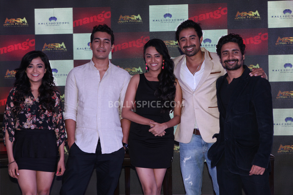 Left to right  Monali Thakur, Harman, Swara Bhaskar,  Rannvijay,  Chandan Roy Sanyal