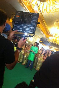 13jul MnB IIFAGreenCarpet12 200x300 Special Report: From the IIFA Awards Green Carpet!