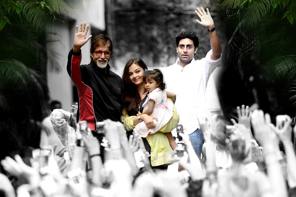 Bachchanfamily02 Abhishek, Aishwarya and Aaradhya join the Big B to meet fans