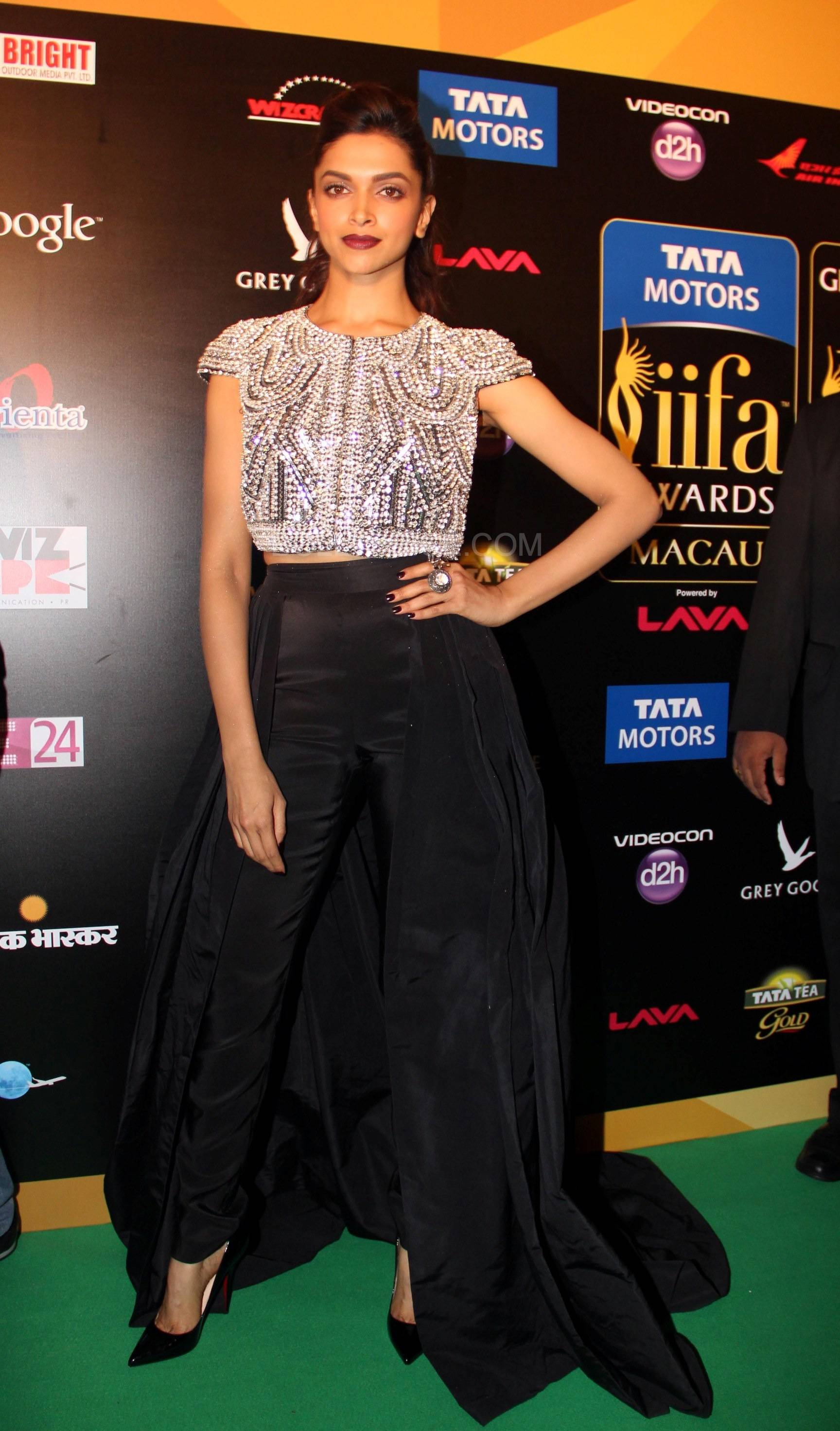 Deepika Padukone at IIFA Rocks Green carpet