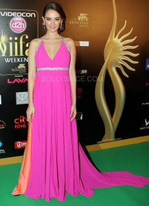 Evelyn Sharma at IIFA Rocks Green carpet 217x300 Evelyn Sharma  at IIFA Rocks Green carpet