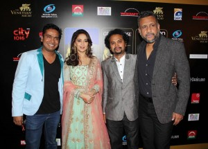 Gulab Gang team Madhuri Dixit Nene Somik Sen Anubhav Sinha at IIFA Rocks Green carpet 300x215 Gulab Gang team  Madhuri Dixit Nene, Somik Sen, Anubhav Sinha at IIFA Rocks Green carpet